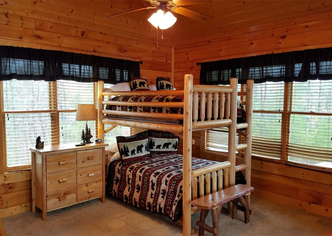 Pigeon Forge - Mountaintop Lookout - Bedroom