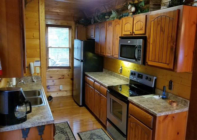 Pigeon Forge - Mountaintop Lookout - Kitchen