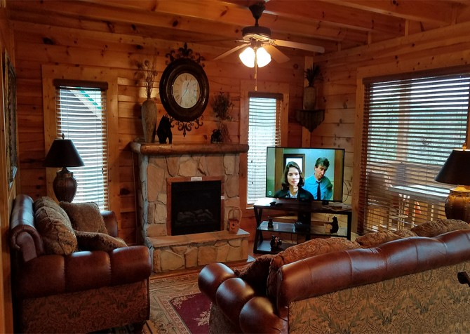 Pigeon Forge - Mountaintop Lookout - Living Room