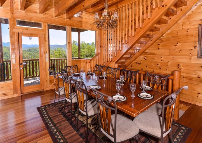 Pigeon Forge Cabin- Mt. LeConte Views Lodge – Dining Room