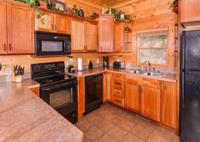 Pigeon Forge Cabin- Mt. LeConte Views Lodge – Kitchen