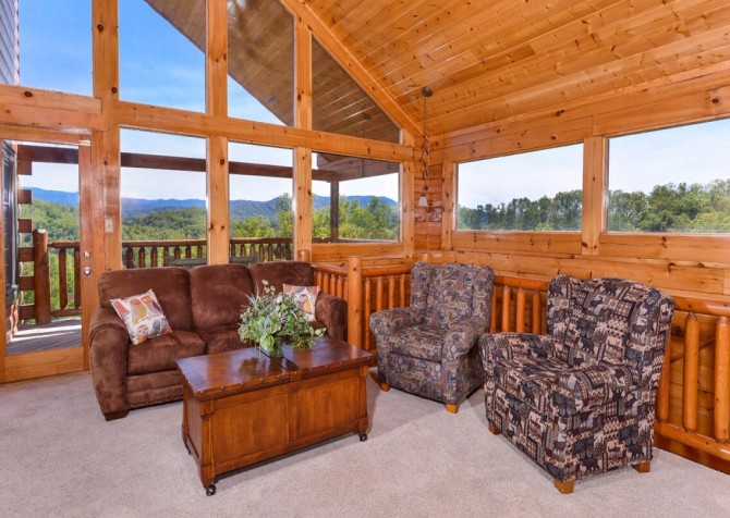 Pigeon Forge Cabin- Mt. LeConte Views Lodge – Sitting Room