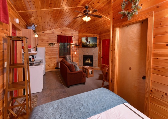 Pigeon Forge Cabin- My Cup Overflows – Bedroom