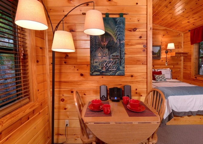 Pigeon Forge Cabin- My Cup Overflows – Dining Area