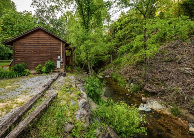 Pigeon Forge Cabin- My Cup Overflows – Creek