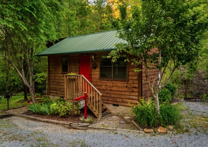 Pigeon Forge Cabin- My Cup Overflows – Exterior