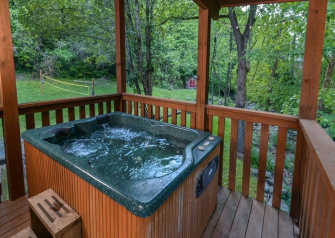 Pigeon Forge Cabin- My Cup Overflows – Outdoor Hot Tub