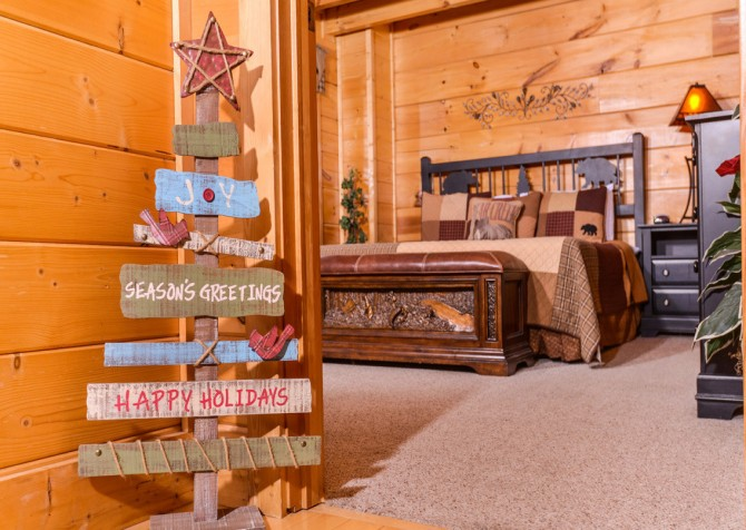 Pigeon Forge Cabin- Oh Yea – Bedroom