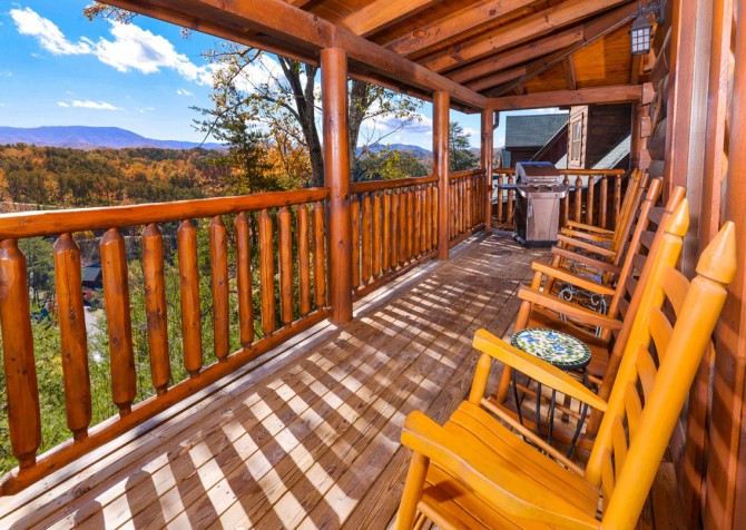 Pigeon Forge Cabin- Oh Yea – Rocking Chairs