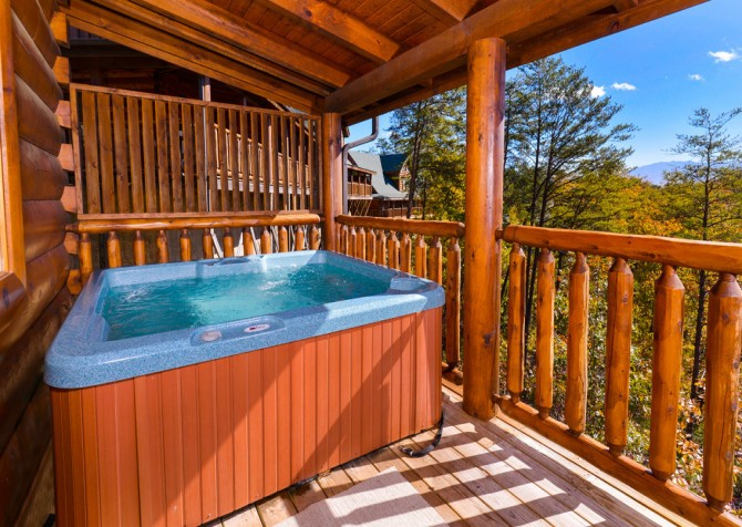 Pigeon Forge Cabin- Oh Yea – Outdoor Hot Tub