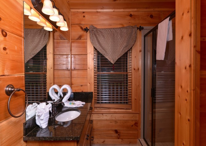 Pigeon Forge Cabin- Once Upon A View – Bathroom