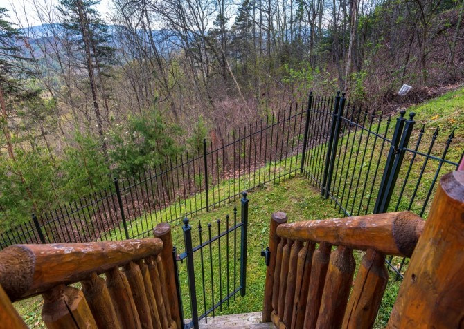 Pigeon Forge Cabin- Once Upon A View – Yard