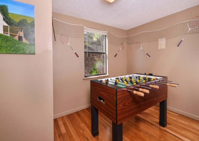Pigeon Forge Cabin- Over The Top – Gameroom