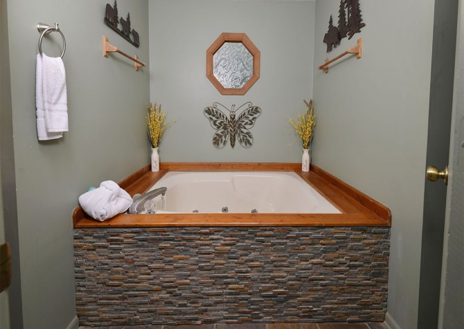Pigeon Forge Cabin- Over The Top – Indoor Jetted Tub