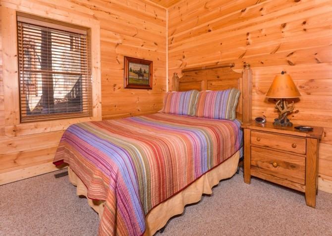 Pigeon Forge Cabin- Papa Bear Lodge – Bedroom