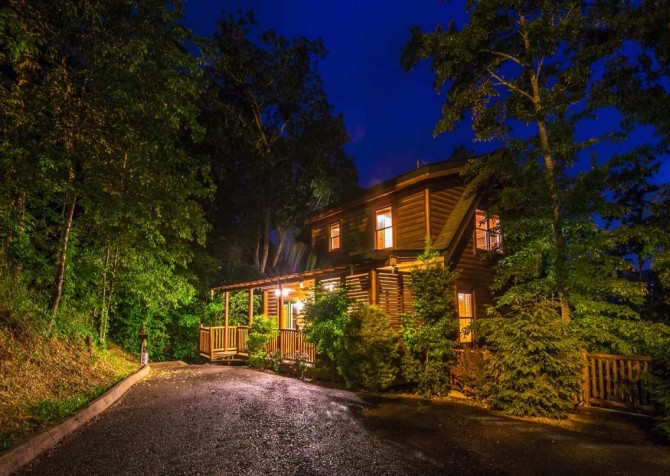 Pigeon Forge Cabin- Papa Bear Lodge – Twilight Exterior
