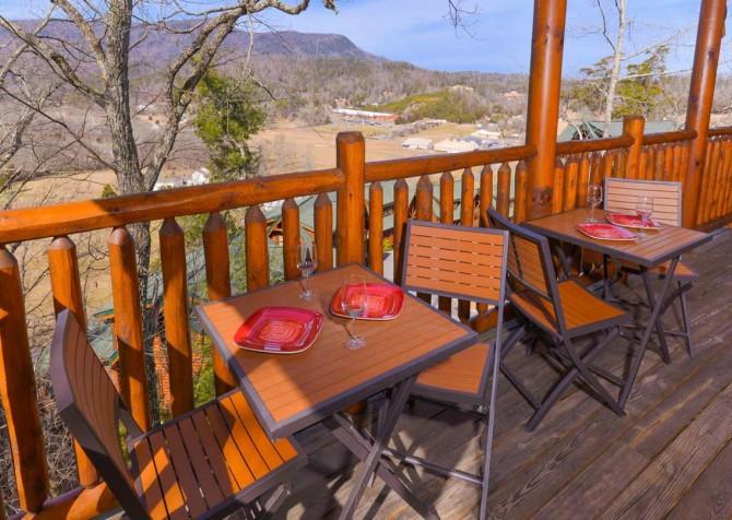 Pigeon Forge Cabin- Papa Bear Lodge – Deck Sitting Area