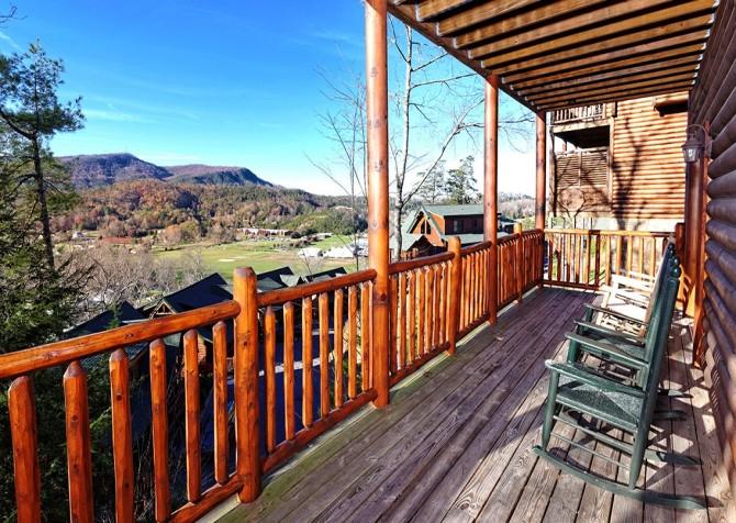 Pigeon Forge Cabin- Papa Bear Lodge – Deck View