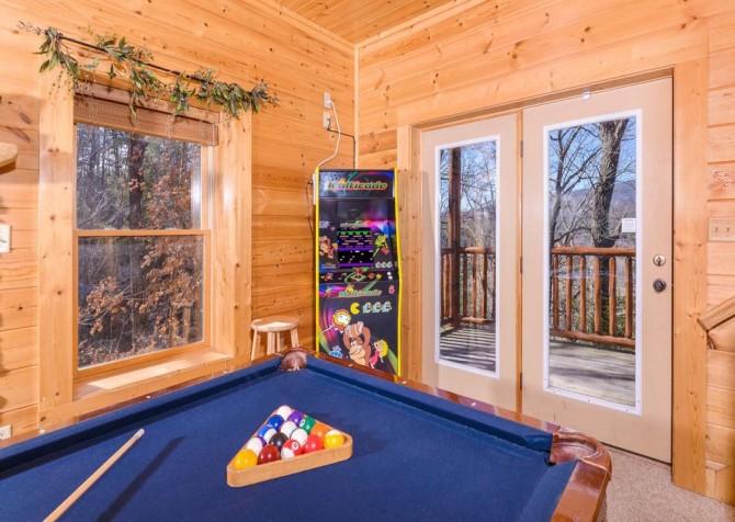 Pigeon Forge Cabin- Papa Bear Lodge – Arcade Game