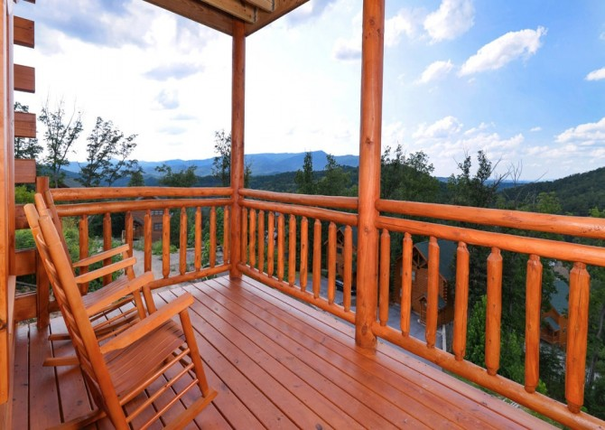 Pigeon Forge Cabin- Paradise in the Mountains – Deck Rocks