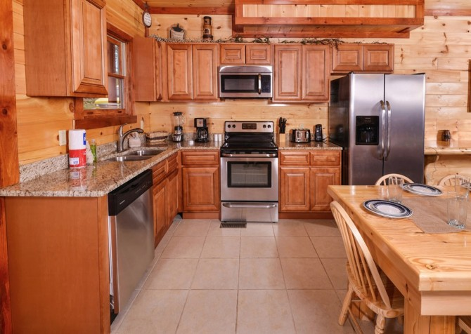 Pigeon Forge Cabin- Paradise in the Mountains – Kitchen