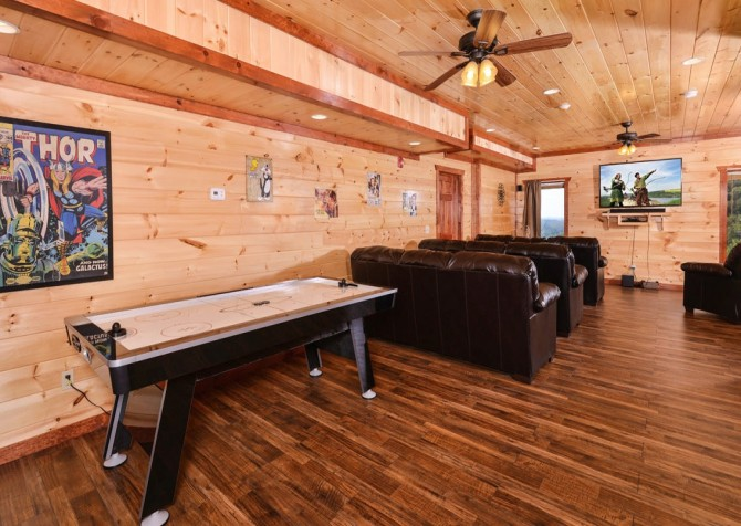 Pigeon Forge Cabin- Paradise in the Mountains – Air Hockey Table