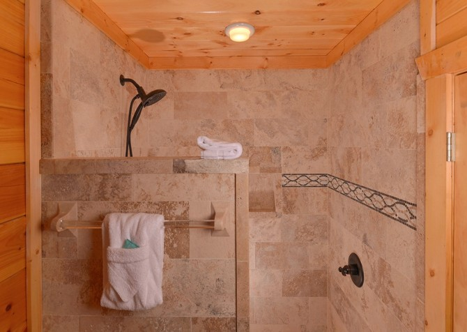 Pigeon Forge Cabin- Paradise Peak – Shower