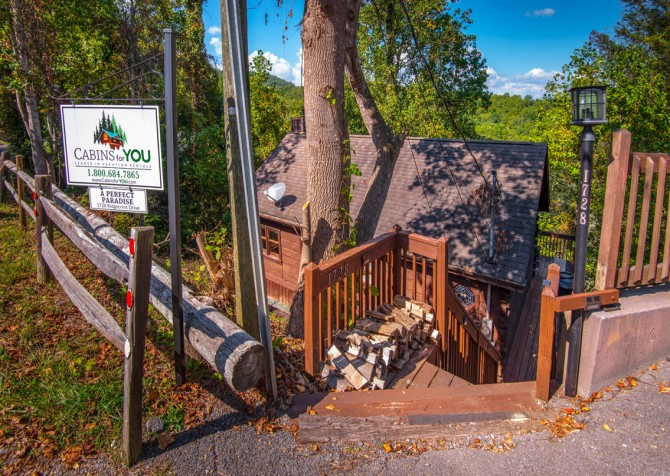 Pigeon Forge - A Perfect Paradise - Exterior Stairs