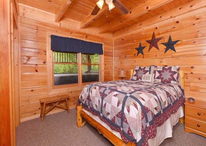Pigeon Forge Cabin - Pioneer Place - Bedroom