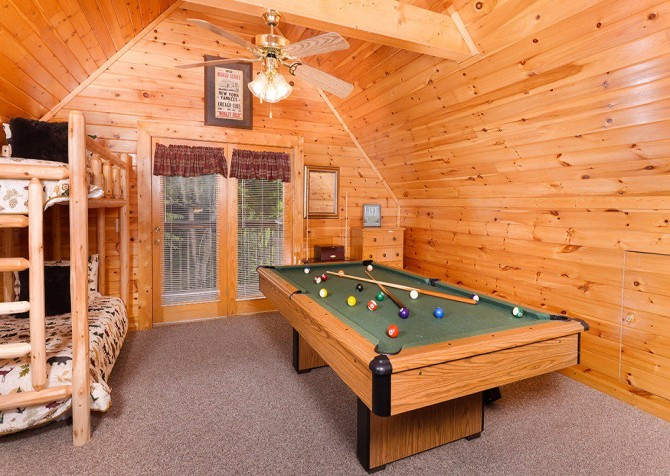 Pigeon Forge Cabin - Pioneer Place - Pool Table