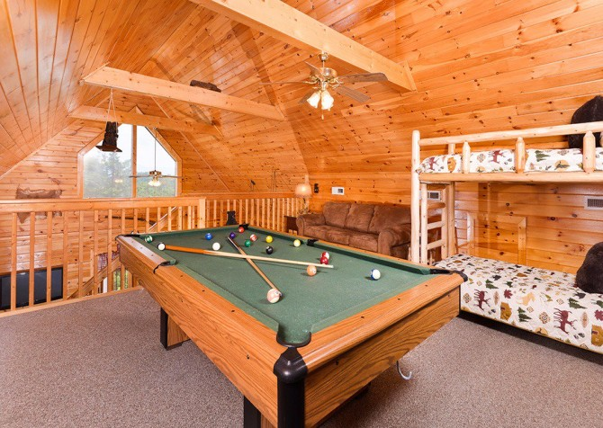 Pigeon Forge Cabins - Pleasant View - Pool Table