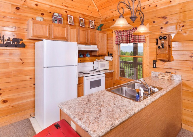 Pigeon Forge Cabin - Pioneer Place - Kitchen