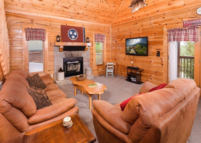 Pigeon Forge Cabin - Pioneer Place - Living Room
