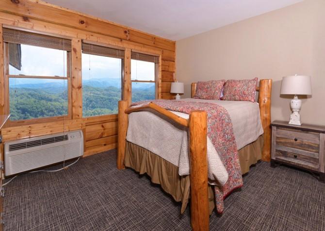 Pigeon Forge Cabin - Plimpton Lodge - Bedroom