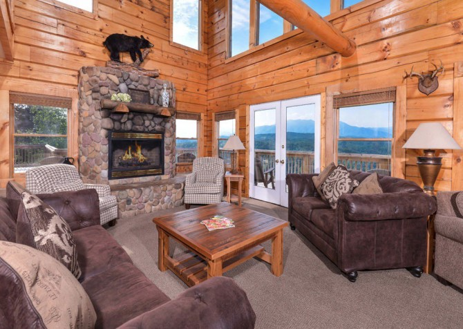Pigeon Forge Cabin - Plimpton Lodge - Living Room
