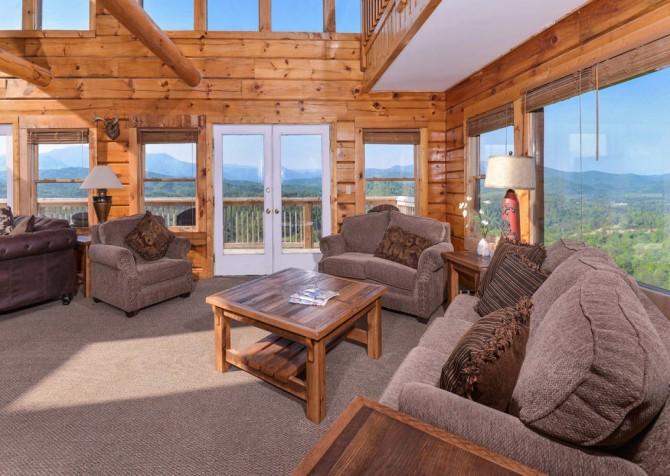 Pigeon Forge Cabin - Plimpton Lodge - Living Room