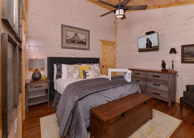 Pigeon Forge Cabin- Point of Grace – Bedroom