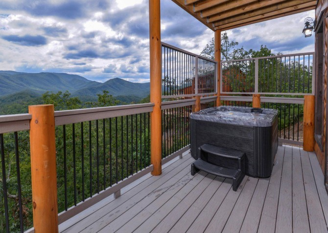 Pigeon Forge Cabin- Point of Grace – Outdoor Hot Tub