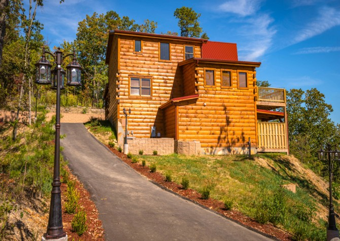Pigeon Forge - A Point of View - Exterior & Driveway