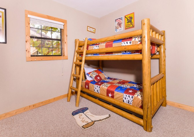 Pigeon Forge Cabin - River Retreat - Bunk Room