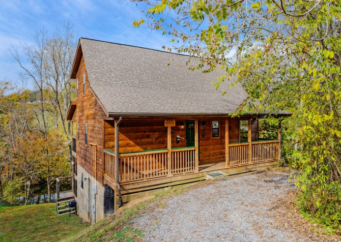 Pigeon Forge Cabin - River Retreat - Exterior