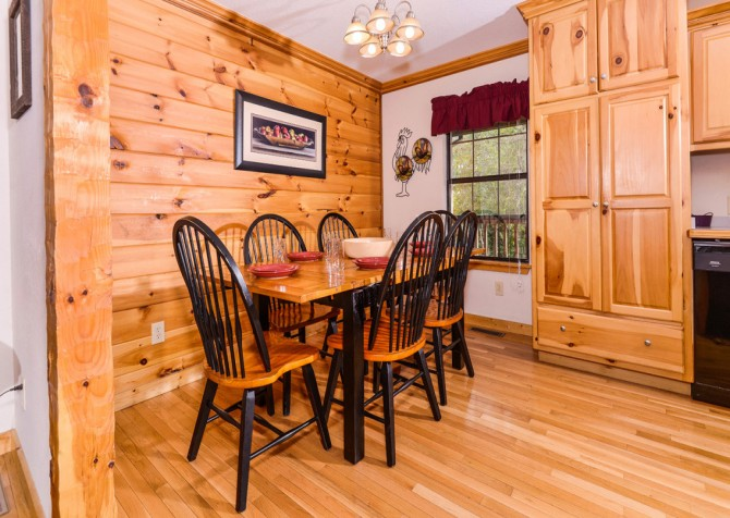 Pigeon Forge Cabin - River Retreat - Dining