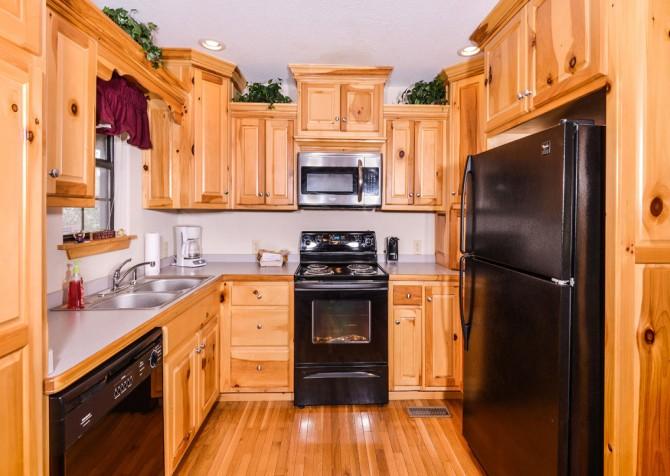 Pigeon Forge Cabin - River Retreat - Kitchen