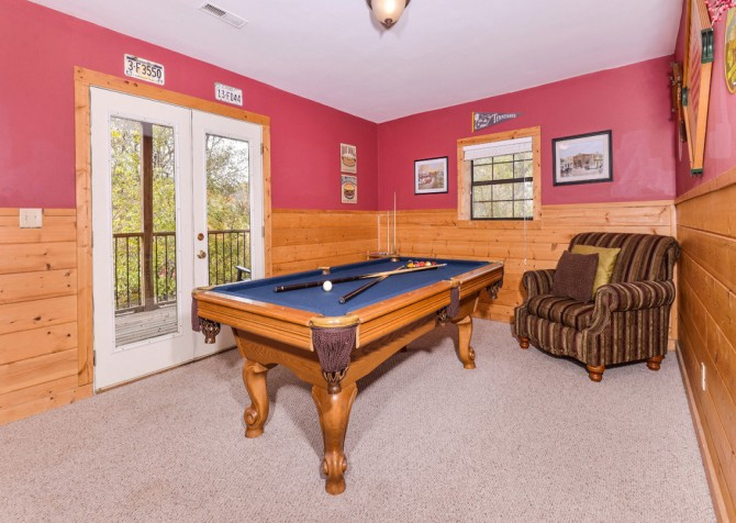 Pigeon Forge Cabin - River Retreat - Pool Table