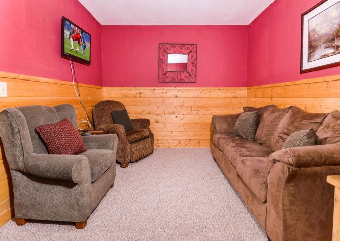 Pigeon Forge Cabin - River Retreat - Living Space