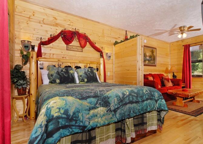 Pigeon Forge - Romantic Retreat - Bedroom