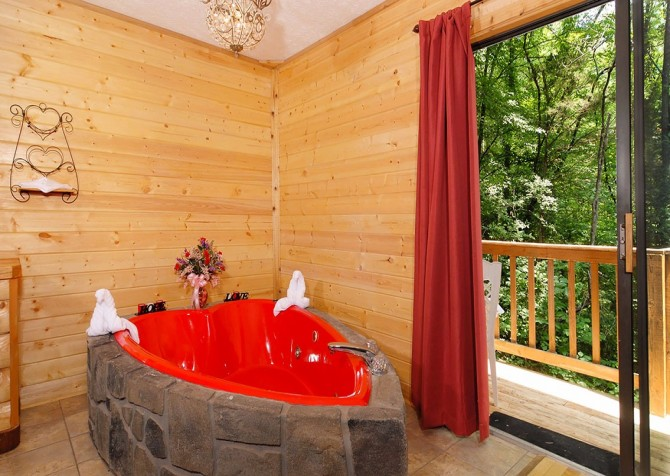 Pigeon Forge - Romantic Retreat - Indoor Jetted Tub