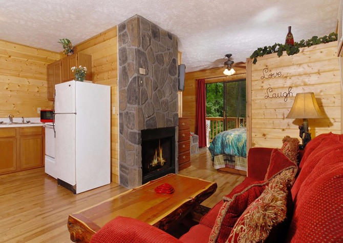 Pigeon Forge - Romantic Retreat - Living Room