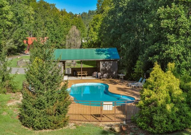 Pigeon Forge - Cedar Falls Resort - Pool Area