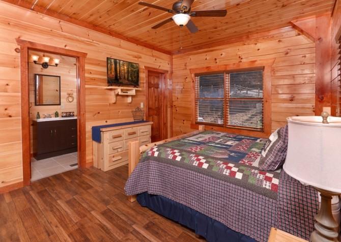 Pigeon Forge - Savannah Splash - Bedroom 1